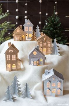 45 Christmas DIY Ideas: Paper & Cardboard Christmas Decorations @http://freshouz.com #christmasdecor #christmasdiy #christmascrafting