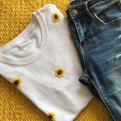 Embroidery On Clothes, Cute Embroidery, Shirt Embroidery, Embroidered Clothes, Hand Embroidery Patterns, Diy Fashion, Ideias Fashion, Fashion Outfits, Classy Fashion