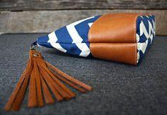Embrayage de Chevron bleu avec fond en cuir par SweetPeaTotes