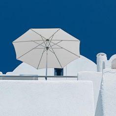 Praktische Sonnenschirme, wie beispielsweise den Stockschirm Alu Push von Glatz, für den Balkon gibt es in allen möglichen Formen und Farben bei Garten und Freizeit.