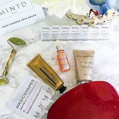 🎉 GIVEAWAY Time 🎉  I've been raving about the @mintdbox Post Summer Skin Rehab to anyone crossing my path! 🍁  It's a luxury box filled with high-end skincare essentials to help you get your skin ready for Fall! 🍂🍄🐿️️ Now you get a chance to WIN one of the @mintdbox Post Summer Skin Rehab boxes! It's so easy to enter, all you have to do is: 🍂  1) Follow me and @mintdbox and like this post 🍁  2) Tag 3 friends (the more th