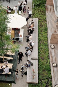 Seamlessly integrate green space or green infrastructure like this for people to enjoy, Munich: