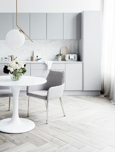 Timeless white and grey kitchen