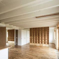 Rekonstrukci prostorného bytu v Bratislavě pojali tvůrci, ateliér toito architekti, jako vytvoření základu, stavby, pro následné zrození domova. Ten do…
