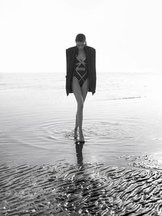 love this chic look for minimalist swimwear on the beach , wear with a black boyfriend jacket for that sultry summer look visual optimism; fashion editorials, shows, campaigns & more!: catherine mcneil by greg kadel for vogue spain may 2015 Vogue Editorial, Beach Editorial, Editorial Fashion, Fashion Editorial Photography, Summer Editorial, Catherine Mcneil, Greg Kadel, Strand Editorial, Inka Williams