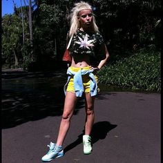 How To Dress Like Die Antwoord's Yolandi Visser Yolandi Visser, Die Antwoord, Crazy Outfits, Cool Outfits, Sixteen Jones, Rap, Horror Costume, Vogue, Yellow Shorts