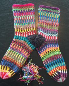 72 sts on 3mm needles - 2 different striped yarns, 2 stitches each colour