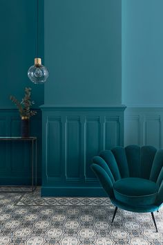 Peacock Blue, one of the great color trends of recent years in terms of interior decoration. # Liberon by Indian Homes, Blue Walls, Peacock Blue Bedroom, Rugs In Living Room, Girl Room, Home Decor, Trendy Home, Bedroom Wall Designs, Home Deco