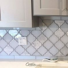 Clover Arabesque Blanco Mosaic Glass Tile - Our geometric Arabesque white glass tile and Carrara marble brings an exotic flair with a hint of Moroccan influence. Kitchen Tiles Backsplash, Glass Mosaic Backsplash Kitchen, Brick Backsplash Kitchen, White Glass Tile, Mosaic Tile Backsplash Kitchen, Mosaic Glass