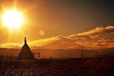Sonneuntergang vom Tholing Kloster in der westtibetischen Bezirk Ngari, das das religiöse Zentrum des Guge Reichs darstellt.