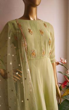 Gharara Designs, Salwar Designs, Kurti Designs Party Wear, Dress Designs, Indian Fashion Dresses, Indian Gowns Dresses, Fashion Outfits, Trendy Outfits, Women's Fashion