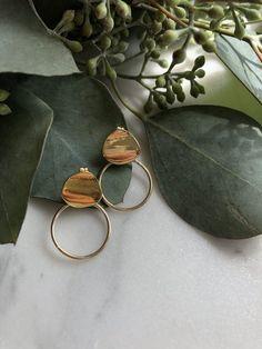 Flat Lay Photography, Jewelry Photography, Coffee Photography, Photo Jewelry, Fashion Jewelry, Feeds Instagram, Zeina, Minimalist Jewelry, Jewellery Display