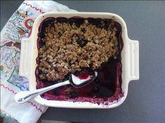 Bread & Wine & Blueberry Crisp // It's vegan, sugar-free, and gluten-free and seriously so good! Great with any berries or peaches! Healthy Blueberry Crisp, Blueberry Crumble, Blueberry Wine, Blueberry Breakfast, Vegan Blueberry, Vegan Desserts, Just Desserts, Delicious Desserts, Dessert Recipes