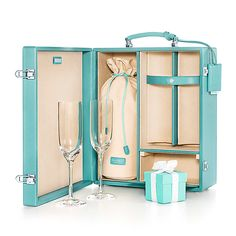 Champagne Case.....WHAAAA???!!! including a little compartment for a Tiffany Box for the special celebration! Oh Steve....I think you should be holding this for a little date on our anniversary ;-p