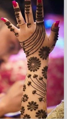 These stuning simple mehndi designs will suits you on every occassion. In Indian culture, mehndi is very important. On every auspicious occasion, women apply mehndi to show the importance of the occasion. Easy Mehndi Designs, Latest Mehndi Designs, Back Hand Mehndi Designs, Henna Art Designs, Mehndi Designs For Girls, Mehndi Designs For Beginners, Mehndi Design Photos, Wedding Mehndi Designs, Beautiful Henna Designs