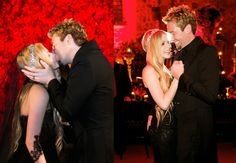 Avril Lavigne-Chad Kroeger: Μένοντας πιστή στο dark στυλ της, η Avril Lavigne, φόρεσε ένα μαύρο Monique Lhuillier φόρεμα από τούλι και κράτησε ένα μπουκέτο από μαύρα τριαντάφυλλα στον γάμο της με τον Chad Kroeger σε ένα Γαλλικό κάστρο του 14ου αιώνα την 1η Ιουλίου του 2013 . Ιδιαίτερα σημαντική ημερομηνία και για τους δύο, καθώς την Εθνική Γιορτή του Καναδά έκλειναν ένα χρόνο σχέσης. Ο Kroeger, δήλωσε:«είναι πολύ ωραίο που θα έχουμε την επέτειό μας της μέρα της εθνικής γιορτής της πατρίδας…