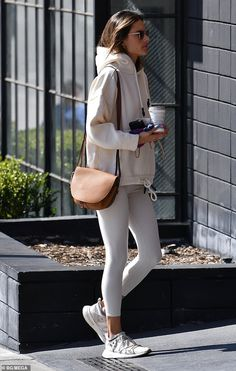 Alessandra Ambrosio shows of her toned curves while shopping in white sports leggings after her daily workout in Los Angeles on Thursday. White Leggings Outfit, Legging Outfits, Athleisure Outfits, Sporty Outfits, Sporty Style, Leggings Fashion, Chic Outfits, Fashion Outfits, Gray Leggings