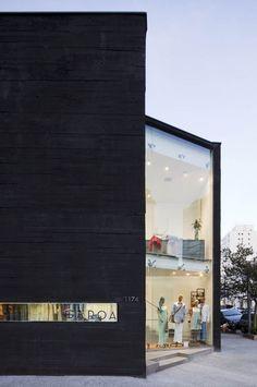 Minimalist Black Garoa Store by Una Arquitetos