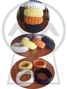 Producción propia By Uchiloki: Crocheted Rag Bracelet Complementos ecológicos y baratos ^_^.
