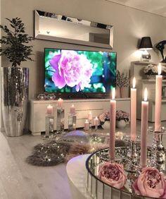 69 excellent apartment living room decorating ideas for girls 8 Glam Living Room, Living Room Decor Cozy, Cozy Living, Interior Design Living Room, Living Room Designs, Bedroom Decor, Kitchen Interior, Decoration Inspiration, Decor Ideas