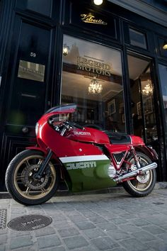 Vintage Ducati with some historical significance, fairing covers more than I want (Mike Hailwood Ducati) Vintage Bikes, Vintage Motorcycles, Custom Motorcycles, European Motorcycles, Vintage Sport, Ducati Classic, Classic Bikes, Classic Cars, Scooters