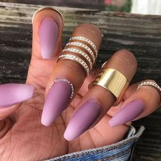 #FLOSSGLOSS FALL FEELZ OBSESSED WITH THIS @thenailistaproject OMBRE IN OUR NEW DUO OF 'MAUVE WIVES' + 'PALAZZO PLEASURES' SHOP THIS DUO ON SALE + READ THE REVIEW OF #MAUVELIVES BY @agentlover @hellogiggles LINK IN BIO! ☁️...