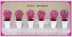 Topiaria, feita com flor artificial, vaso e fita de cetim. Faço em outras cores.  O valor é referente a unidade! R$ 50,00