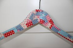 Percha decorada con washi tape