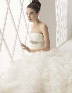 Aire Barcelona Bridal Gown Style - Blanca