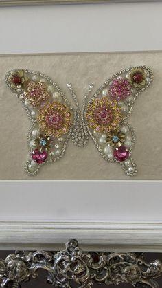 Costume Jewelry Crafts, Vintage Jewelry Crafts, Antique Jewelry, Beaded Jewelry, Antique Rings, Jewellery, Avon Vintage, Chanel Vintage, Jewelry Frames