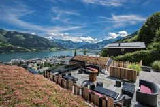 The Senses Violett Suites are nestled up against the foot of the Schmitten – Zell am See's local mountain: Nature, style and luxury combine to pure relaxation. Design Hotel, Restaurant Mallorca, Alpine Modern, Zell Am See, Best Outdoor Lighting, Design Your Dream House, Wide World, Snowy Mountains, Seen