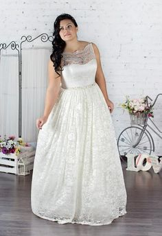 Huge part of wedding dresses for bride are designed for thin women. Plus size women spent on wedding dress searches twice the time. Trends 2018, 2016 Wedding Dresses, Bridal Dresses, Greek Dress, Selfies, Bridesmaid Dresses Plus Size, Bridal Dress Design, Glamour, Plus Size Girls