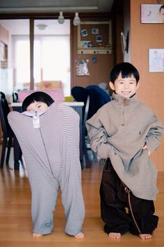 the girl on the left understands me Cute Kids, Cute Babies, Baby Kids, Funny Kids, Korean Babies, Asian Babies, Ulzzang Kids, Kids Fashion Photography, Asian Kids
