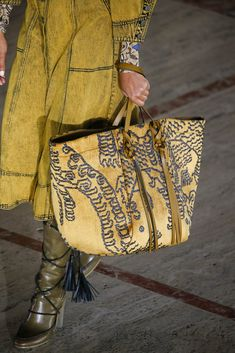 Couture Cuir, Fashion Shoes, Fashion Accessories, Best Handbags, Ulla Johnson, New Bag, Autumn Fashion, Fall Winter, Tote Bag