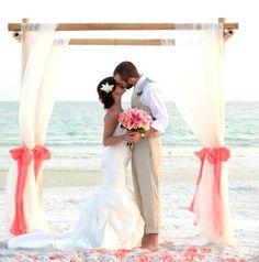 Cuanto cuesta una Boda en la playa. La respuesta corta es: generalmente casarse en la playa sale igual o más caro que casarse en la ciudad.