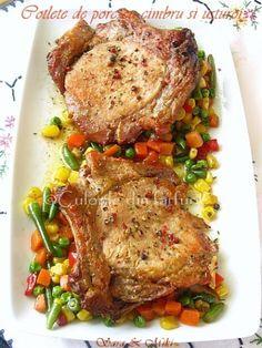 Un cotlet de porc este o minune in sine, dar daca il asezonam cu o crenguta de cimbru, cativa usturoi si putin ghimbir taiat in felioare subtiri, totul la cuptor sa se caramelizeze si spre s… Pork Recipes, Cooking Recipes, Healthy Recipes, Baking Classes, Good Food, Yummy Food, Lard, Romanian Food, Spinach Stuffed Chicken