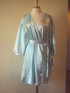 17.72$  Buy now - http://vixgv.justgood.pw/vig/item.php?t=c9t001z44831 - Morgan Taylor Light Green Satin Robe with lace details Size Large/XLarge 17.72$