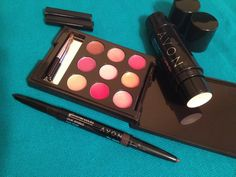 Perfect makeup for #carryon Cream and Blush Duo and Dual ended eyeliner from Avon plus 8 lips shades in a mini palette from Mark.
