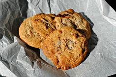 Cookies med mandler, hvid & mørk chokolade