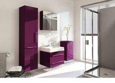 Elementy w intensywnych kolorach w łazience świetnie wyglądają na tle białych ścian. / Meble Aquaform Amsterdam