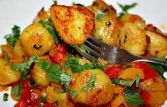 Cartofi aurii picanti – Savoare si Bun Gust Spicy Recipes, New Recipes, Vegetarian Recipes, Favorite Recipes, Gourmet Cooking, Russian Recipes, Main Dishes, Good Food, Food And Drink