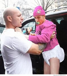 justin-bieber-london-baby-photo...omg I'm dyingg
