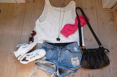 Beach outfit ohxu56-l-610x610-shorts-summer-outfit-clothes-fashion-cute-top-tank-top-bag-bikini-bikini-top-pink-white-jeans-shoes-shirt.jpg (610×406)