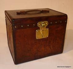 Malle a chapeau  homme  , cuir naturel  Louis Vuitton trunk restoration