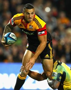 Sonny Bill Williams Photos Photos: Super Rugby Rd 10 - Chiefs v Hurricanes Richie Mccaw, Sonny Bill Williams, All Blacks Rugby, Mary Lou Retton, Hot Rugby Players, Super Rugby, Australian Football, Rugby Men, Rugby League