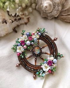 Diy Jewelry, Beaded Jewelry, Jewelery, Basic Embroidery Stitches, Beaded Embroidery, Idee Diy, Gold Work, Beaded Brooch, Beading Projects