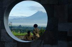 Temple meets volcano... #prewed #prambanan #merapi #volcano #yogyakarta