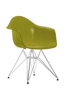 Dauteuil eames plastic chair  À l'occasion du concours « Low Cost Furniture Design » du Museum of Modern Art de New York, Charles et Ray Eames ont présenté les créations du Plastic Chair Group. Ces premiers sièges synthétiques de fabrication industrielle arrivèrent sur le marché en 1950.  Designer :CHARLES & RAY EAMES Marque :VITRA Couleur :MOUTARDE Dimensions : L 63cm P 60,5cm H 80,5cm Assise 43cm  #Jbonet #design #Vitra