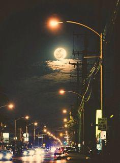 автомобили, город, инди, луна, ночь, фото, небо, улицы, трафик