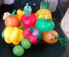 Frutas hechas con globos